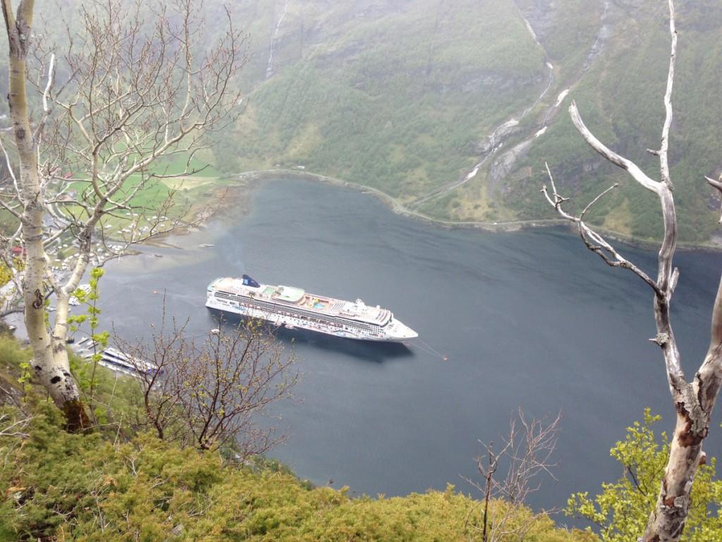 Aussicht auf Kreuzfahrtschiff in Geiranger