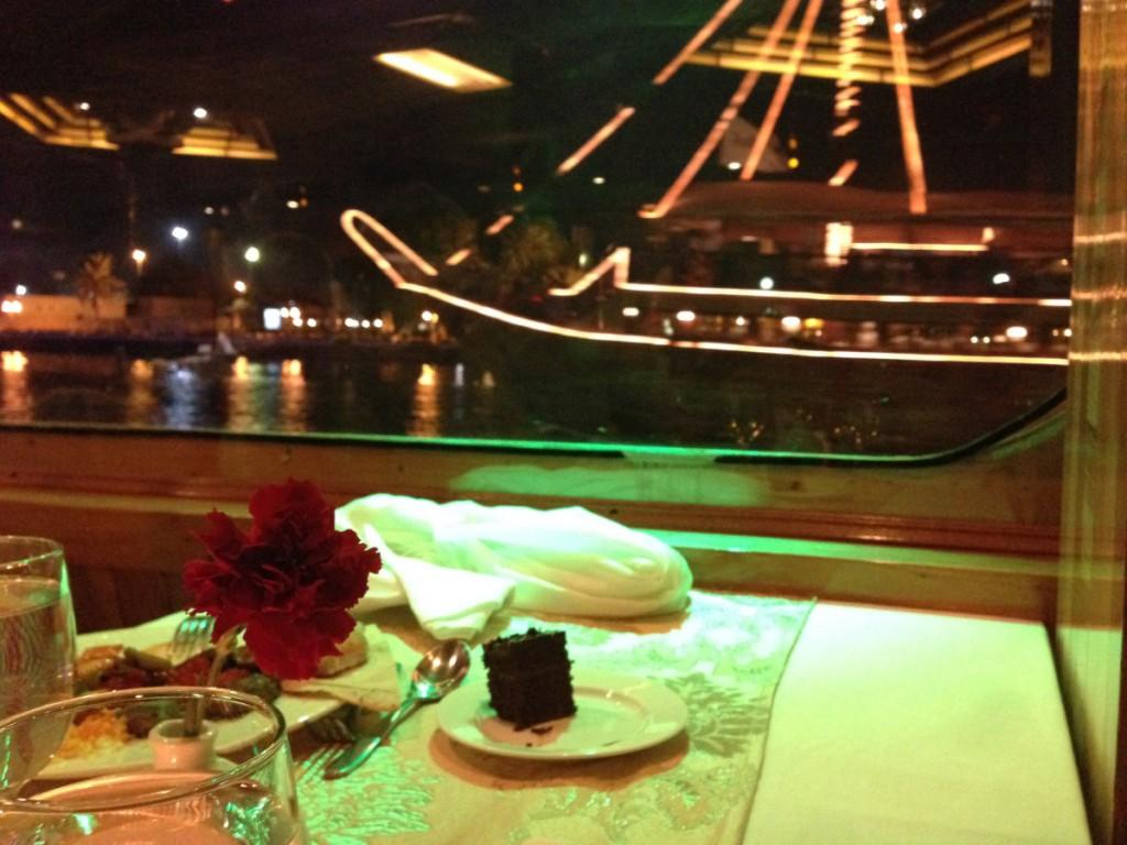 Dinner auf Kreuzfahrtschiff in Dubai
