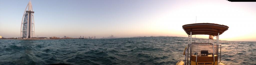 Speedboat vor Burj al Arab