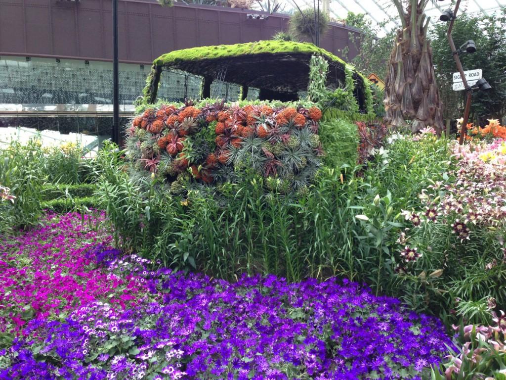 bepflanztes Auto